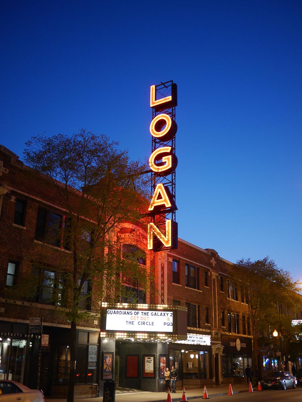 Logan Square Chicago Przewodnik po Chicago atrakcje zwiedzanie co zobaczyć