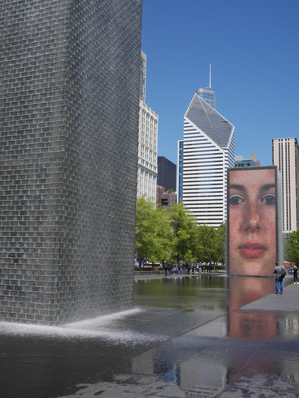Crown Fountain Millennium Park Przewodnik po Chicago atrakcje zwiedzanie co zobaczyć