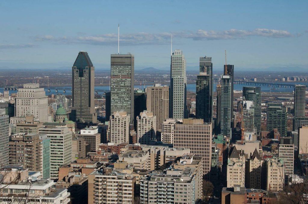 Montreal widok ze wzgórza Mont Royale na wieżowce
